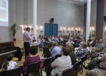 Aurin 20, Könyvtár, Gyöngyösi Levente előadása, Aurin Leánykar közreműködésével